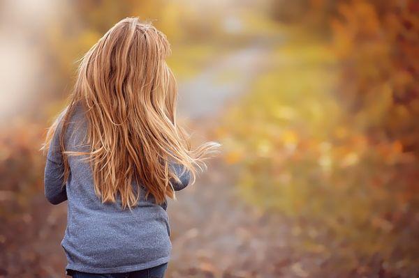 Cara Merawat Rambut Bercabang Kering Mengembang Rontok Secara Alami
