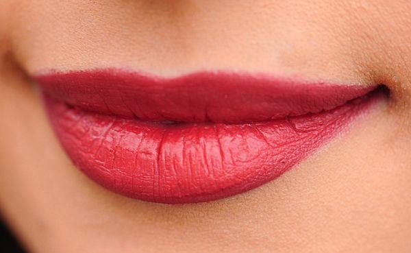 Cara Memerahkan Bibir Secara Alami Dan Tahan Lama