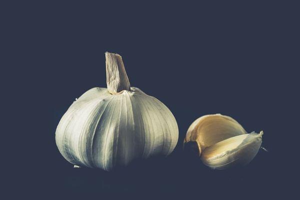 Cara Mengobati Jerawat dengan Bawang Putih dan Jeruk Nipis